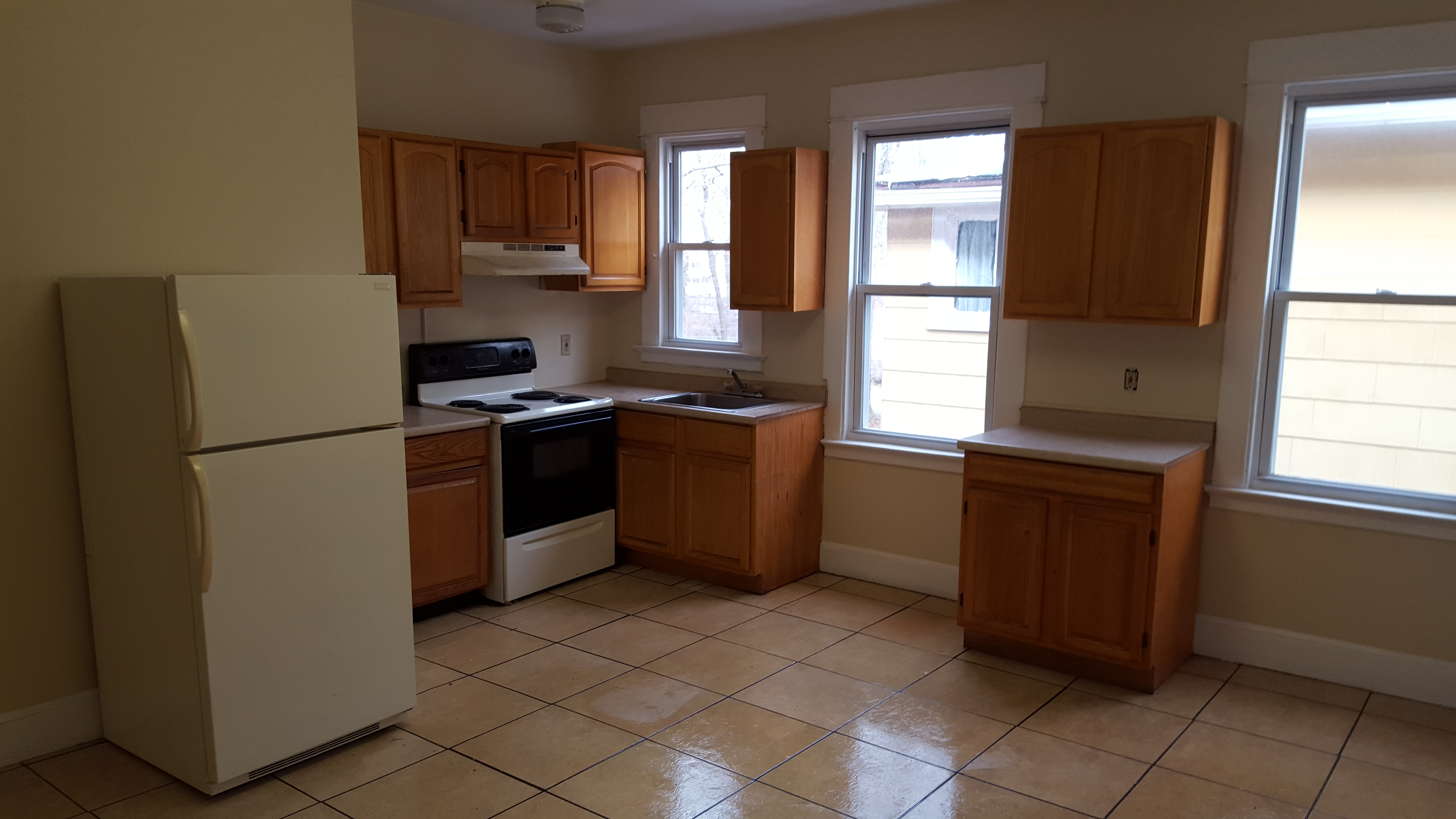 Three bedroom apartment located in 536 Winthrop Ave 2nd Fl Right